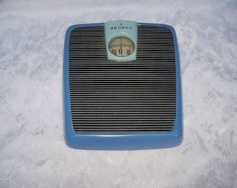 Vintage blue bathroom scales, mid century modern, 60s metal scales, Regent scales, Made in USA, mid century, 1175