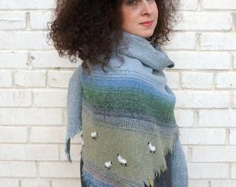 Triangular Shawl 1715 / Checked Scarf / Handmade Weaving on the Loom / Scarf / Warm Shawl / 100% Natural Wool / Gift Idea