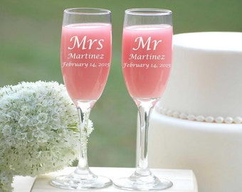 Wedding Gift, Couples Engraved Champagne Flutes, Engagement Gift, Bride and Groom Champagne Toast, Bridal Shower Gift, Champagne Glasses
