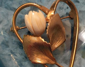Vintage Gold Tone Heart With Carved Tulip Flower Brooch Pin