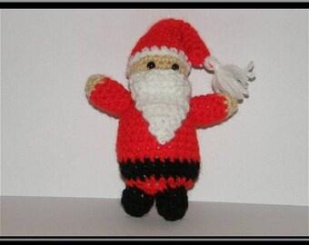 Amigurumi Père noël au crochet, laine acrylique.