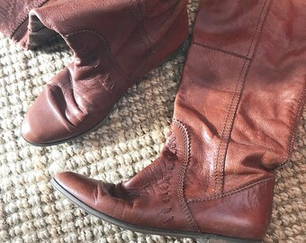 Knee High Boots. Knee Leather Boots. Brown Leather Boots. US9 Boots. Tan Leather Boots. Made in Italy Knee Boots. Ethnic Boots. Hippie Boots