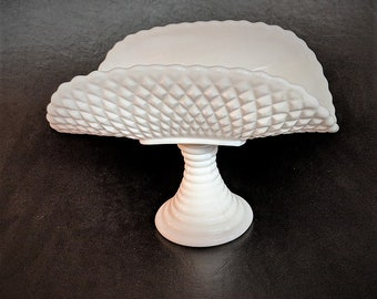 Milk Glass Banana Bowl Vintage Diamond Cut Ribbed Pedestal No Flaws Mothers Day Home Decor Bathroom Soap Holder