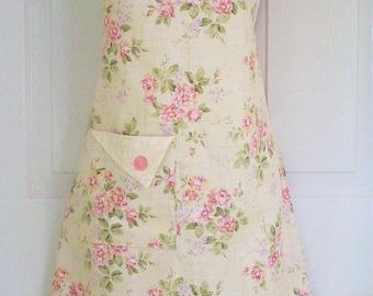 PLUS SIZE Apron, Floral Apron, Women's Apron, Full Apron, Cottage Chic, Retro Apron, Vintage Style, Cottage Roses, KitschNStyle