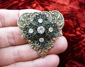flower with white rhinestone on scrolled Victorian repro brass pin pendant BR-56