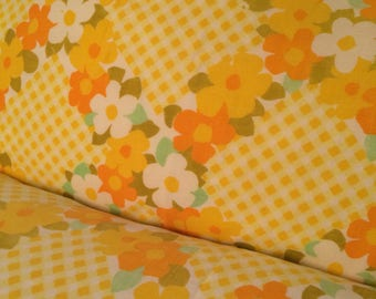Vintage Bright and Sunny Pillowcase with Floral Garlands Throughout