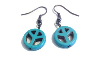 """Earring """"peace and love"""" in howlite"""