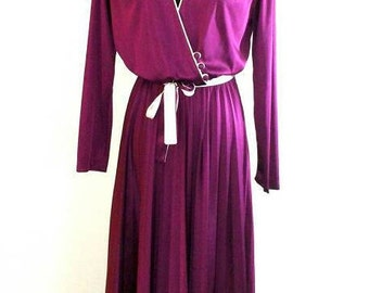 70s Dress, Vintage Burgundy with White Piping Polyester Dress Size 13 Fits Small to Medium