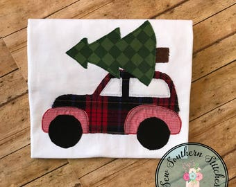 Raggedy Woody Station Wagon Car Applique  ~ Christmas Tree on Top ~ Instant Download