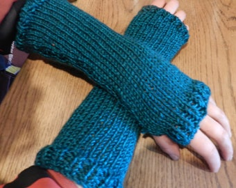 Outlander Inspired Pursuit Of Craigh  Na Dun Arm Warmers Green  V5616 MADE TO ORDER