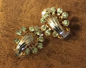 Dainty Small Art Deco Peridot Hued Rhinestone Gold Tone Earrings Clip On Unsigned 1940's 1950's Crowned Torchiere Ferminine Round