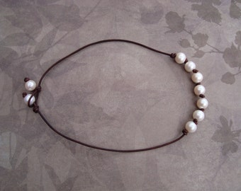 LEATHER/ PEARL NECKLACE (Angelina)