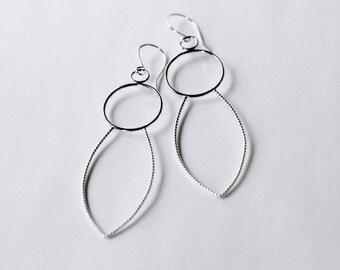 Extra longue en argent Sterling boucles d'oreilles, boucles d'oreilles argentées sculpturales, moderne de grandes boucles d'oreilles