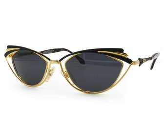 Luxury and researched 1970s womens sunglasses VENTURA MAGIC oval adorned sunglasses // golden & black marble temple tips , Deadstock