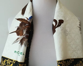 Silk scarf scarf