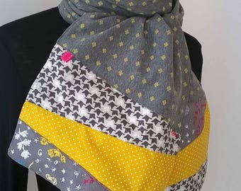 Jersey scarf, gray and yellow.