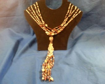 Lovely BROWN/TAN BEADED Necklace. Vintage.