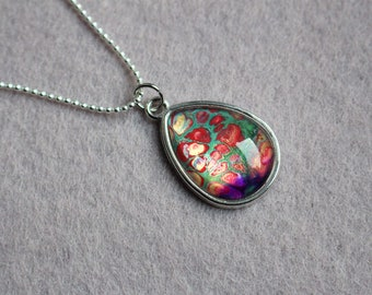 Necklace with pendant in drop shape