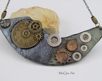 Steampunk pendant with clock