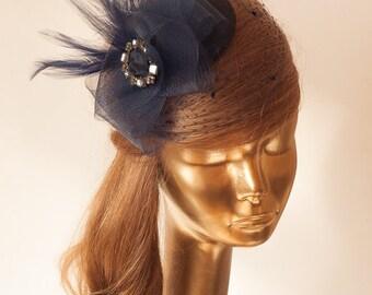 Navy Blau FASCINATOR mit Schleier Hochzeit Mini Hut mit Schleier