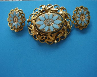 Vintage Glass Goldtone Pin and Earring Set