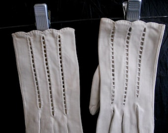 Vintage Scalloped Cut Out Gloves by Van Raalte
