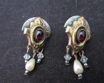 Wonderful Art Deco Faux Water Pearl Red Stone Earrings (e841)