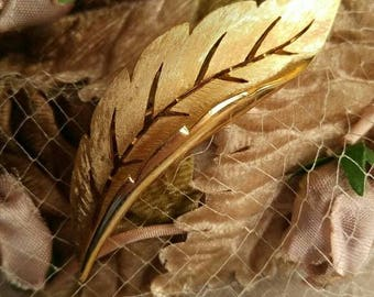 """Vintage Crown Trifari feather brooch gold tone 3"""" long"""
