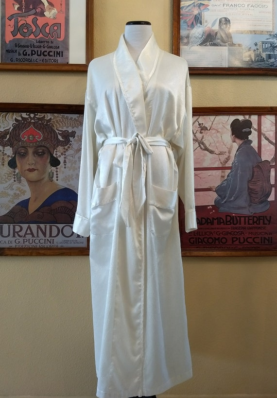 Victoria's Secret Gorgeous White Robe,Belted with Deep Pockets,Size M/L.