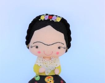 Felt doll frida, frida girl, frida kahlo, feminism, feminist artist gift, mexican artist, frida kahlo party, personalized gift, frida decor