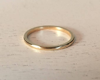 Vintage 14K Yellow Gold Lightly Patterned Wedding Band - Size 6.25