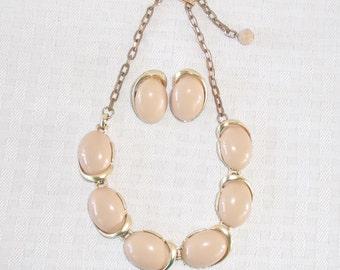 1950s Vintage Beige Thermoset Plastic Choker Necklace Earrings Demi Parure