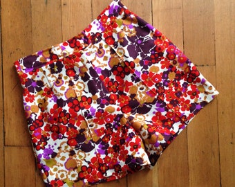 vintage 1970s high waisted floral shorts