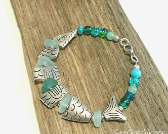 Genuine Sea Glass Bracelet, Pewter Fish Charms,  Sea Glass, Beach Glass Bracelet, Beaded Bracelet, Sea Glass Jewelry, 7 1/2 Inches