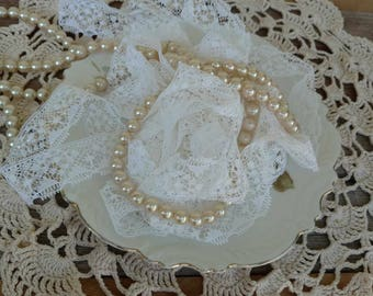 """Vintage White Lace Trim Yardage - Retro Antiqued White Floral Trim With Scalloped Edge, A Ton Of Crafting Lace, Mid Century Supply, 208"""""""