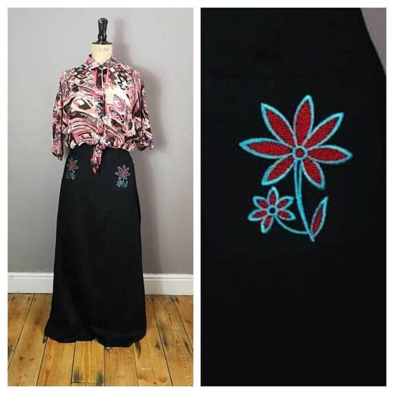 70s black maxi skirt with embroidered flowers / boho long 70s skirt / original hippie skirt / petite vintage / long A-line skirt UK 8