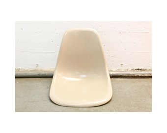 Herman Miller Eames Dining Chair in Parchment