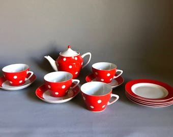 Vintage tea set / teapot and teacups / teacups and saucers / side plates