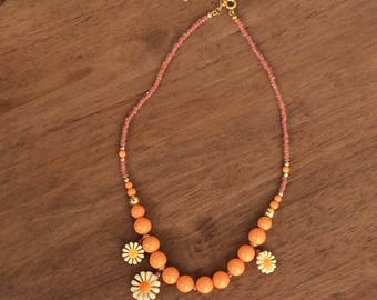 Retro orange daisy necklace