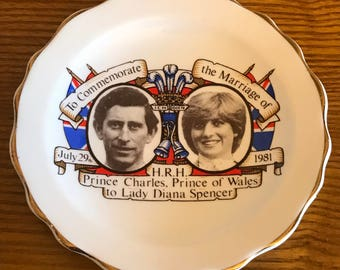 Royal Family - Small Collectible Plate - Marriage of Prince Charles & Lady Diana Spencer 1981