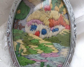 Gift Vintage 1950s Handmade Sewn Embroidery Brooch Country Cottage Scene Craft