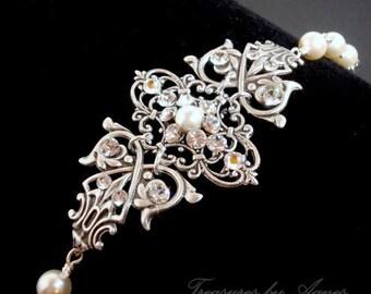 Crystal Bridal bracelet, Pearl Wedding bracelet, Wedding jewelry, Swarovski bracelet, Cuff bracelet, Bridal jewelry, Vintage style bracelet