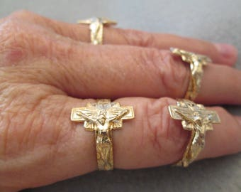 Nicely detailed gold CRUCIFIX Ring > vintage 1960's, new old stock>> adjustable, Unisex>>BLOWOUT SALE