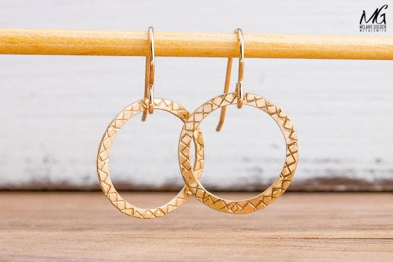 Gold circle dangle earrings in 14K Gold Fill - Textured round circle halo hoop drop earrings - Simple gold earrings - Gift for her