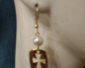 Gold cross with pearl earrings