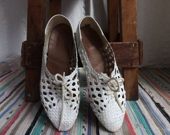 Vintage White Woven Leather Brogue Sandals