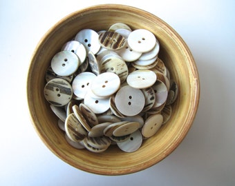 Mother of pearl MOB buttons 17 mm button nr. 71 | 20 pieces