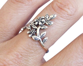 Sterling Silver Ring, Silver Ring, Silver Flower Ring, Silver Leaf Ring, Branch Ring, Floral Ring, Silver Band Ring, Oxidized Silver Ring