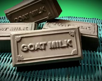 D's Detox Bar - Goats Milk Soap made with Activated Charcoal and Coconut Oil to Draw Out Toxins & Repair Skin, Amazing for Acne and Rosacea