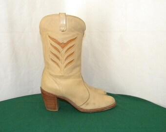 Sz 7.5m Vintage Short Cream leather 1970s Women western style cowboy boots.